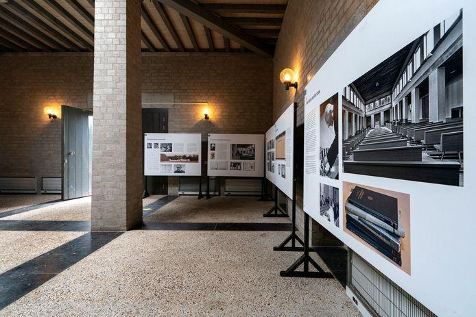 De aula Duynhaeghe in Drunen is een duidelijk voorbeeld van de architectstijl van de Bossche School.