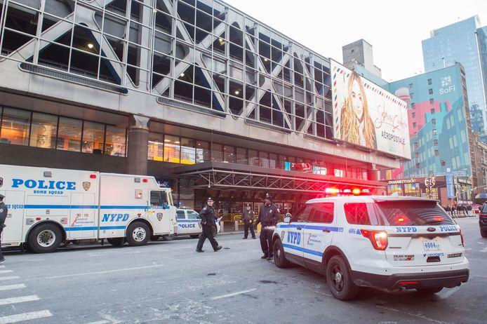 Hulpdiensten bij het Port Authority busstation in New York.