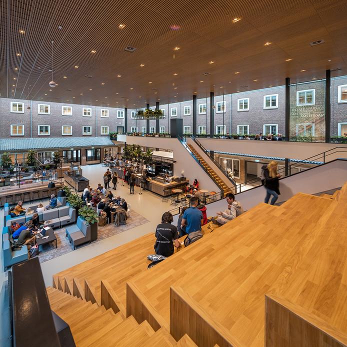 Transformatie campus BUas (op de foto de foodcourt waar studenten terecht kunnen in het voormalige  franciscanessenklooster aan de Mgr. Hopmansstraat.
