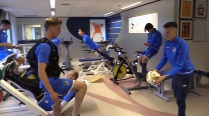 FC Eindhoven doet de Mannequin Challenge
