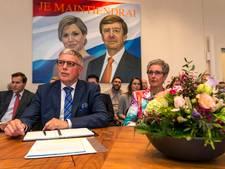 Veteranen uit Wierden met burgemeester naar Het Verzet Kraakt