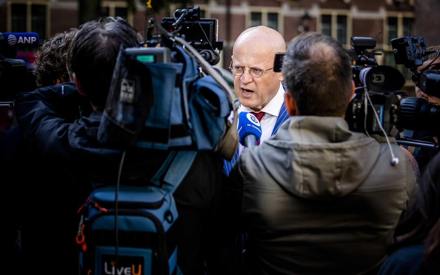Minister Ferdinand Grapperhaus van Justitie en Veiligheid (CDA) bij aankomst op het Binnenhof.