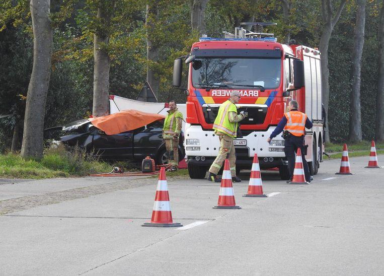 De 19-jarige jongeman belandde vorige week dinsdag met zijn wagen tegen een boom in de Kraaigemstraat in Bassevelde.