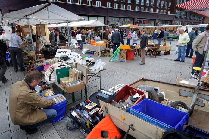 2009: de eerste Zondagmarkt op het Van Heekplein.