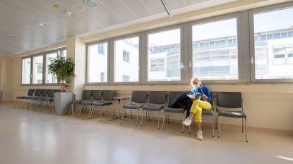 """""""Terwijl burger applaudisseert, komt overheid ons bedreigen"""": inspecties in ziekenhuizen maken artsen woedend"""