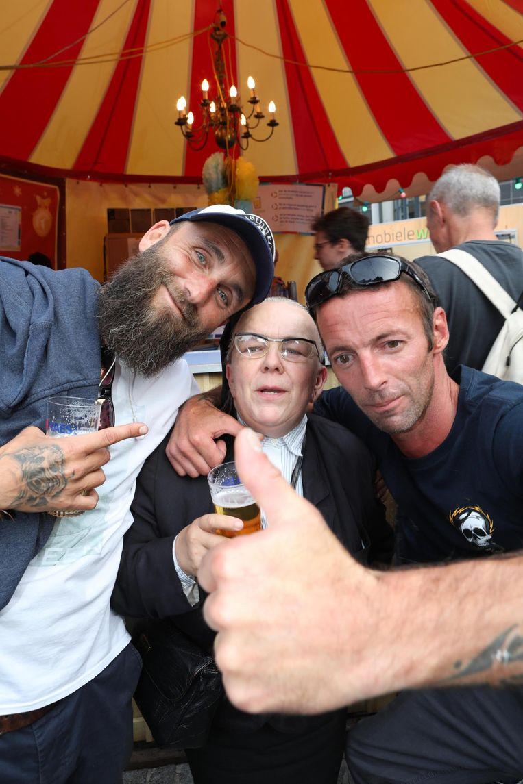 Zoals op veel andere festivals duikt ook in Oostende 'Zuster Godelieve' op, die een actrice uit Ardooie zou zijn.