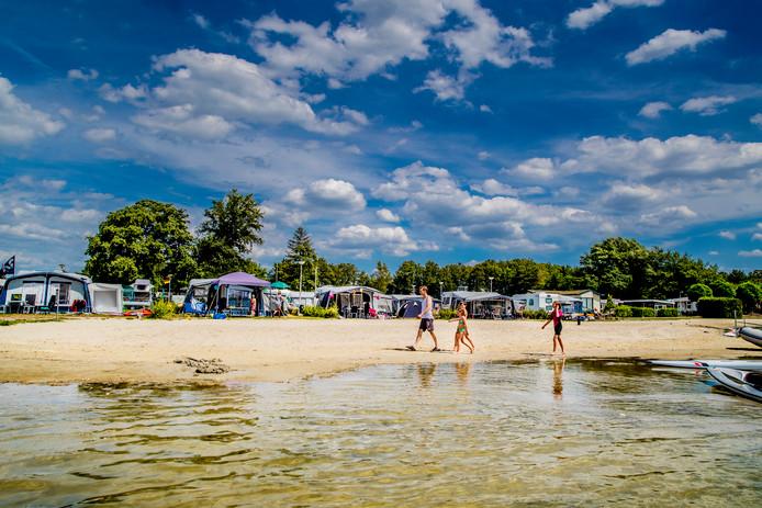 Camping Veluwe Strandbad nabij Elburg herbergt deze zomer ook veel gasten die voorheen voor verre vakantieoorden kozen.