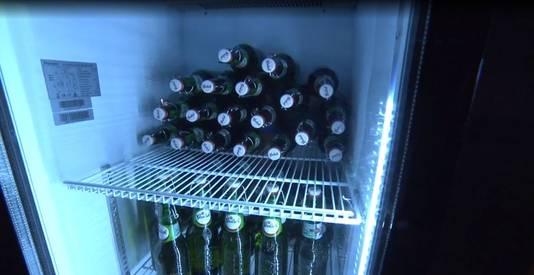 De volle koelkast in de keet van Michael.
