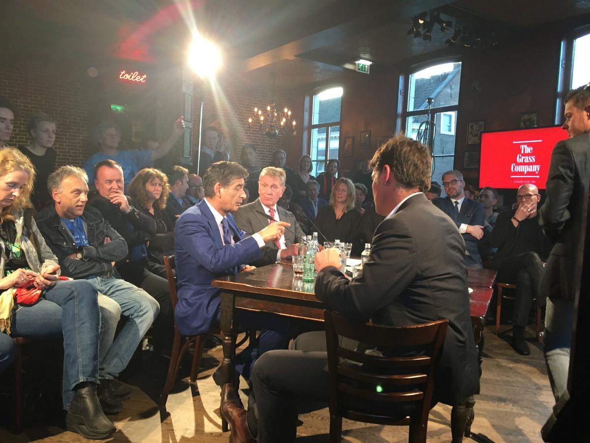 Advocaat Spong tijdens het debat vrijdagmiddag. Paul Depla in de rug.