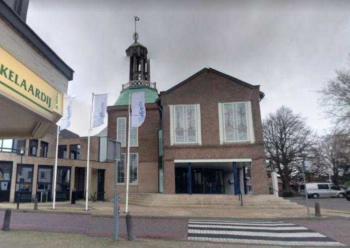 Komt het ooit nog goed in het Kapelse gemeentehuis? De raadsleden vechten er elkaar, alweer, het kot uit.