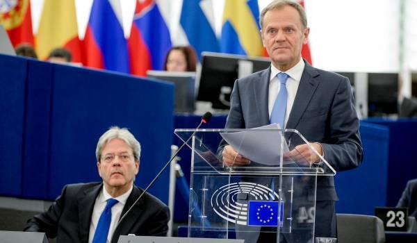 Tusk steunt Nederland in het Nederlands