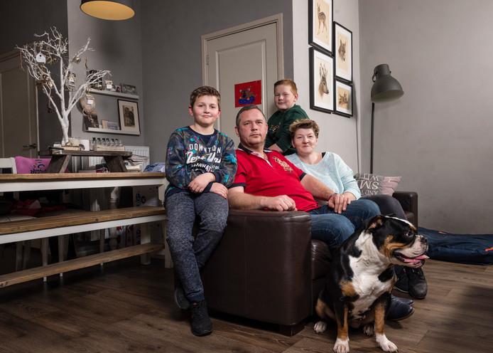 Marcel Vos met zijn vrouw Garrinda en de zonen Ruben (links) en Sylvan.