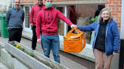 Moslimgemeenschap steunt met maaltijden voor daklozen