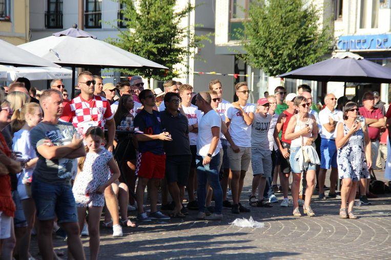 De supporters in Zottegem hoopten gisteren op een Kroatische zege .