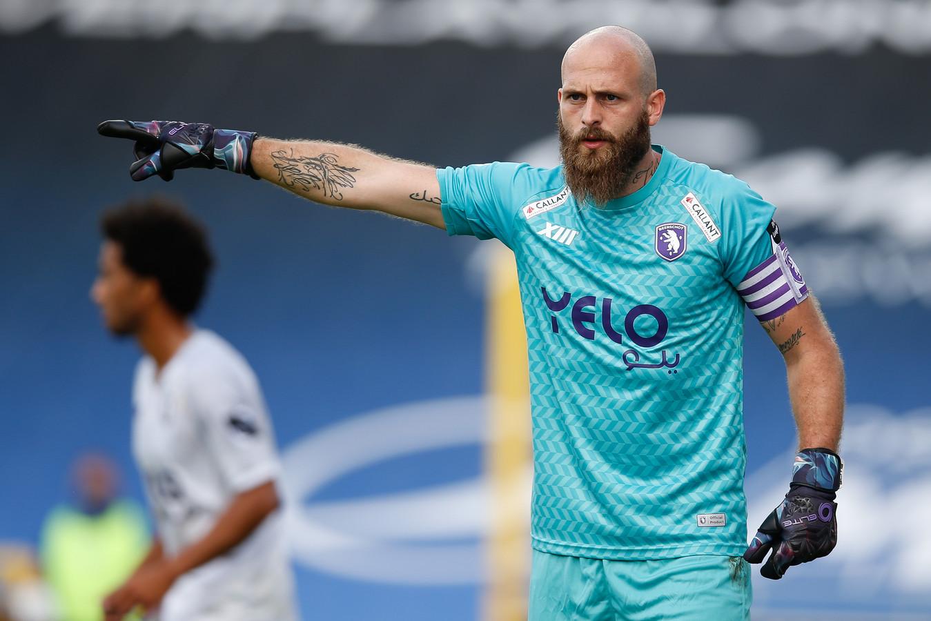 Mike Vanhamel wijst de weg. Kan de Beerschotkapitein zijn ploeg zondag op het veld van Antwerp aan een derbyzege helpen?