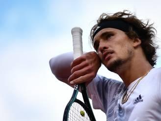 Kortademige en koortsige Alexander Zverev overtreedt coronaprotocol op Roland Garros
