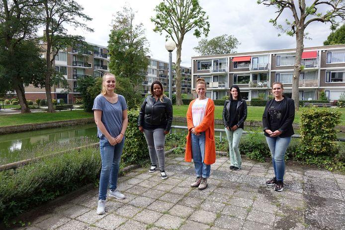 Wanneer de leerlingen na drie jaar hun opleiding tot verzorgende IG hebben afgerond, krijgen ze een erkend diploma. Solliciteren ze na hun opleiding bij PZC Dordrecht, dan krijgen ze bij aanstelling een vast dienstverband.