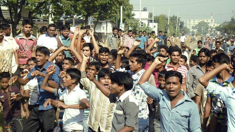 Protest in Gazipur, eerder deze maand, tegen de lage lonen in de kledingindustrie in Bangladesh. Beeld reuters