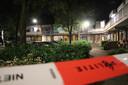 De politie doet onderzoek in en rond een woning aan de Marketentserweg in De Meern.