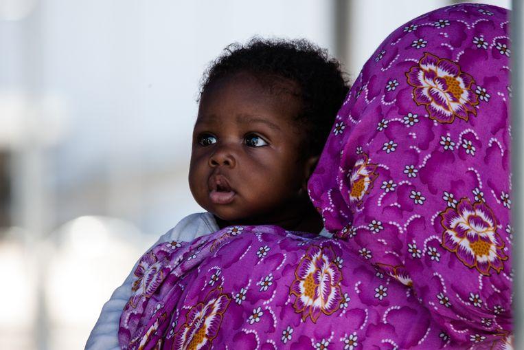 Migranten uit Subsaharaans-Afrika, Libië, Mali, Pakistan, Nigeria en Marokko komen aan in Salerno (2018).  Beeld Getty Images