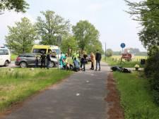 Botsing tussen auto en bromfiets in Baarn