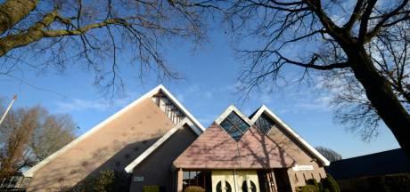 Kerkdiensten in het gemeentehuis in Vriezenveen? Zou zomaar kunnen na verkoop Ontmoetingskerk