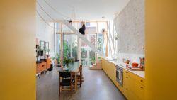 """Het woonportret van architecten Gwenn en Rob: """"We hebben amper nieuwe stukken in huis"""""""