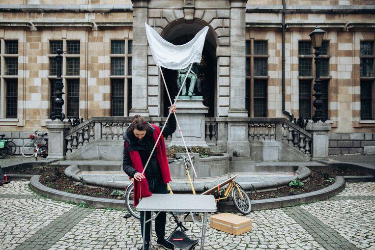 Stadsdichter Maud Vanhauwaert neemt afscheid van het stadsdichterschap, februari 2020.  Beeld Sofie Gheysens