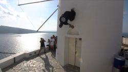 De machtigste stunts van freerunners in feeërieke Santorini