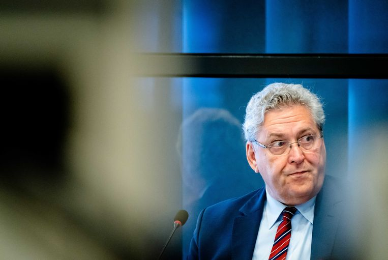 Henk Krol bij een hoorzitting op 16 april over de ontwikkelingen rond het coronavirus, voorafgaand aan het Kamerdebat. Beeld ANP