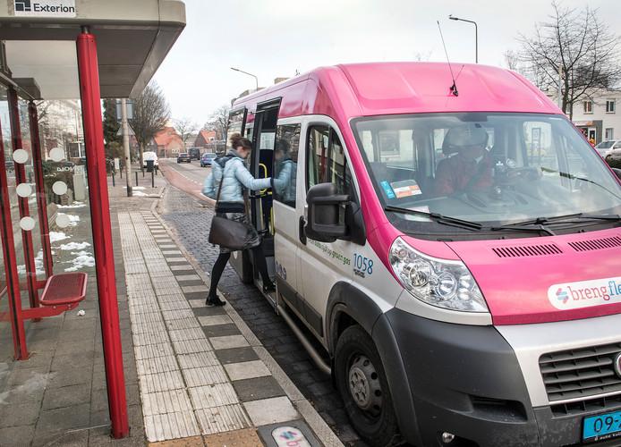 Een passagier maakt gebruik van Breng Flex.
