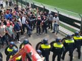 Studenten en ME knokken tijdens oefening in stadion Top Oss