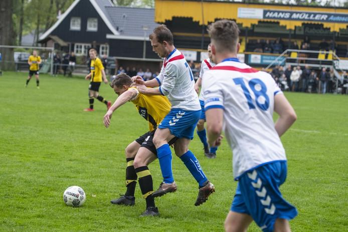 Rijssen Vooruit en Sportclub Rijssen speelden disndag weer tegen elkaar. Rijssen Vooruit won.
