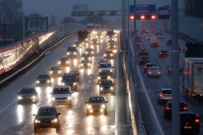 Moderne koplampen kunnen tegenliggers tot tien seconden lang verblinden.