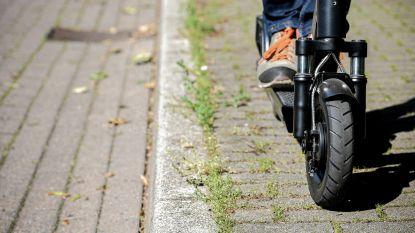 Man belandt met zijn step op Duitse snelweg, automobilisten kunnen erger voorkomen