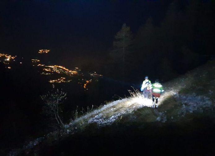 De fietser (40) misrekende zich en kwam op een moeilijk bergpad vast te zitten in het donker.
