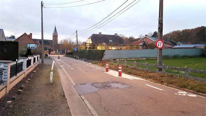 De asverschuivingen in de Varendonksesteenweg worden vervangen door verkeerskussens.