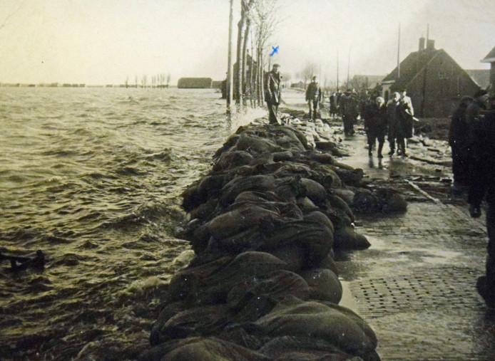 Watersnoodramp in 1953 op de Blaaksedijk in Heinenoord in de Hoeksche Waard.