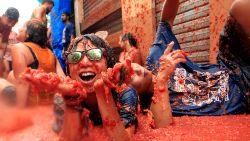Meer dan 20.000 feestgangers op Spaanse tomatenfestijn