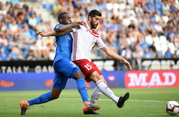 Samir Hadji in duel met Genkenaar Jhon Lucumi vorig jaar, toen beide clubs elkaar tegenkwamen in de voorrondes van de Europa League.