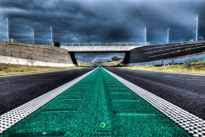 Henk Bouwhuis maakte deze scherpe hdm-foto van het nieuwe viaduct 't Holt bij Hardenberg. Daar is tijdens de open dag een verkeersplein met tal van activiteiten.