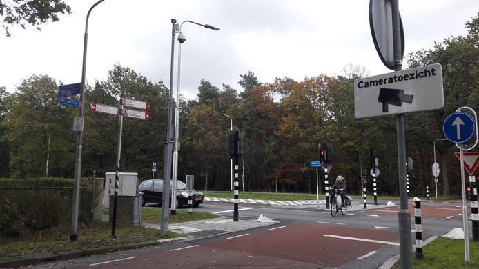 Op twee plekken aan de Reeshofdijk staan al camera's, waaronder de oversteek van de Burgemeester Baron van Voorst tot Voorstweg.