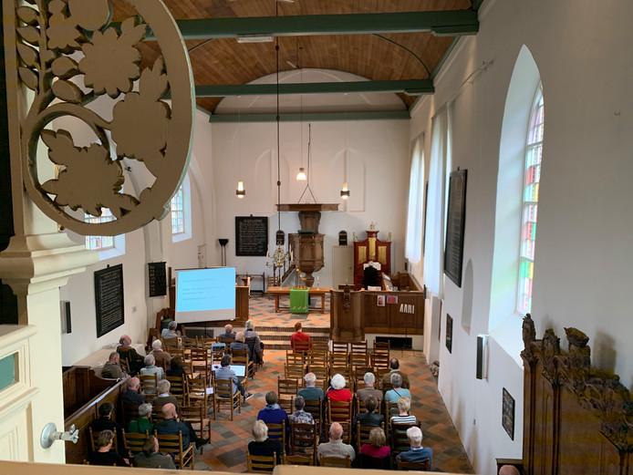 De kerk van bovenaf met rechts achterin het orgel
