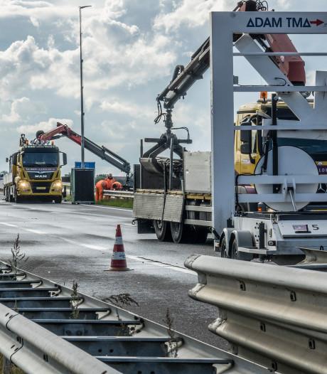 Werk aan A77 gaat langer duren: ook aan de andere kant van de brug zijn de voegen kapot