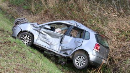 Vrachtwagenchauffeur riskeert fikse boete en rijverbod nadat hij rood licht negeerde en jonge bestuurster in flank aanreed