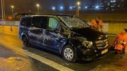Mercedes Vito kantelt op Antwerpse Ring: één zwaargewonde