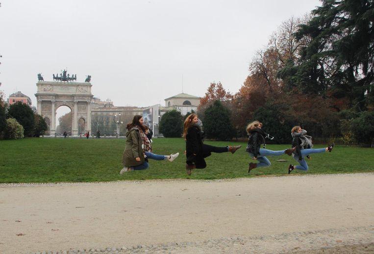 Marlynes Irish Dancers in actie voor de Arco Della Pace in Milaan.