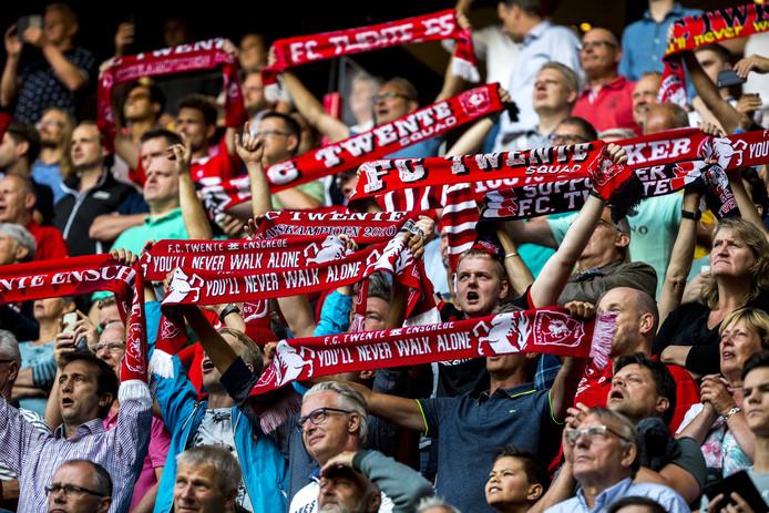 """""""Als je duizend Twentenaren met vlaggen en sjaals in Amsterdam feest laat vieren, weet je gewoon dat Ajax-supporters daarop reageren."""""""