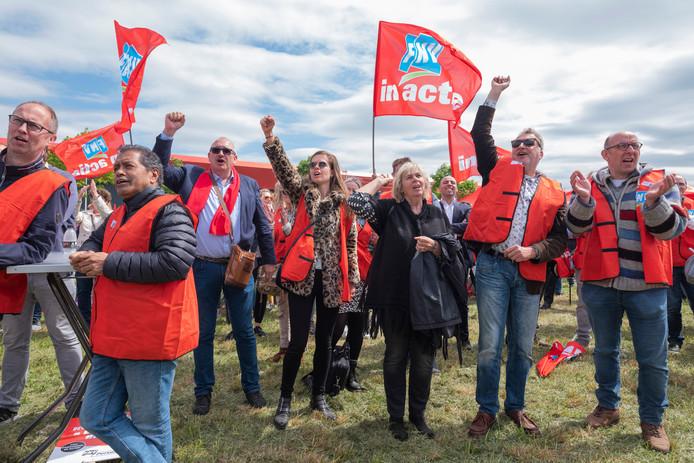 FNV'ers demonstreerden vorige week tegen het reorganisatieplan.