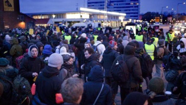 Twee- tot drieduizend demonstranten liepen in Kopenhagen richting het congrescentrum waar de VN-klimaattop wordt gehouden. ANP Beeld